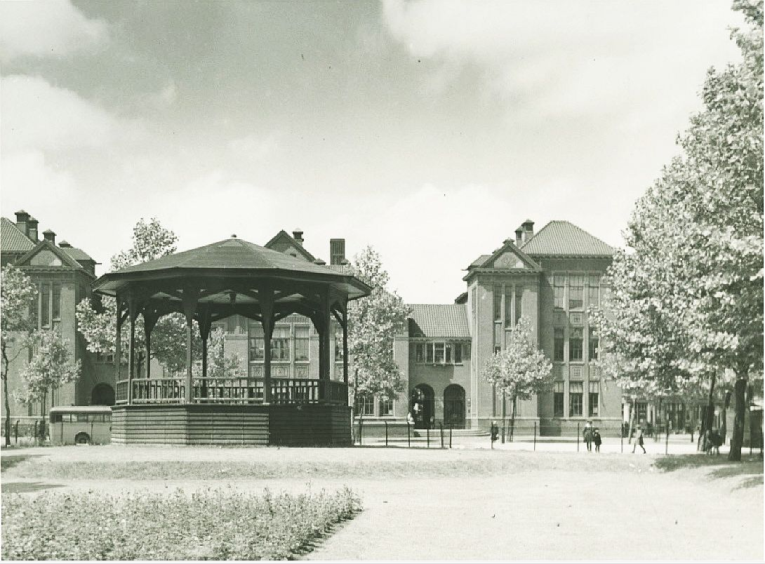 Bospolderplein Muziektent 1935 b
