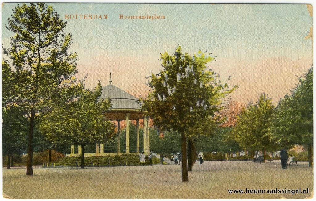 Muziektent op het Heemraadsplein, gezien uit het zuidwesten (ca 1915)